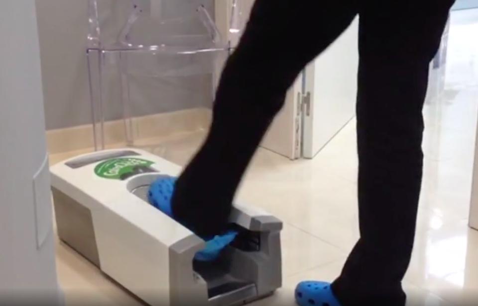 calzas desechables con dispensador